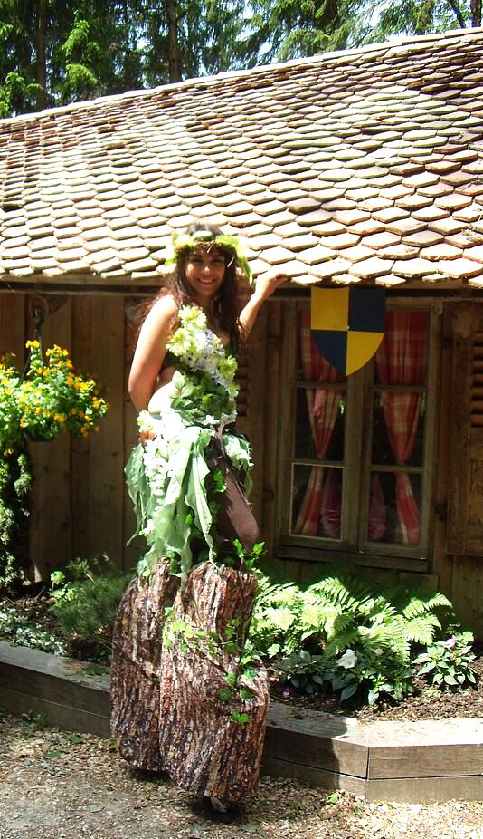 Costume de dryade sur échasses à Andilly 2015